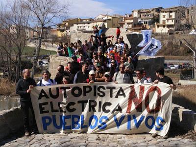 Más de 300 presonas marchan por a Ribagorza contra la linia d'alta tensión