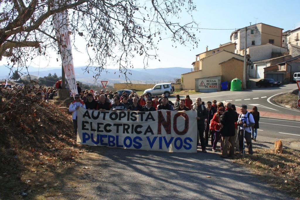 La Plataforma contra la Autopista Eléctrica llama a la movilización contra la línea de alto voltaje Peñalba-Arnero-Isona