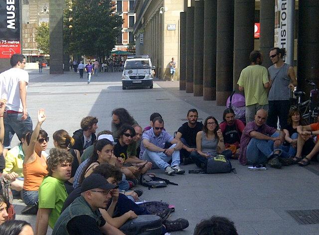 El 15M Zaragoza decide no acampar esta noche y dedicarse a organizar otras acciones