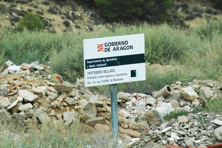 Ecologistas en Acción denuncia el uso del vertedero sellado de Ballobar