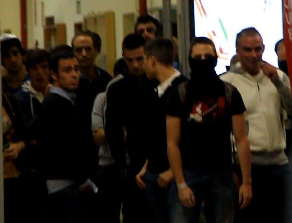 Varias personas exigen a la UZ en Teruel que no ceda al chantaje de grupos fascistas