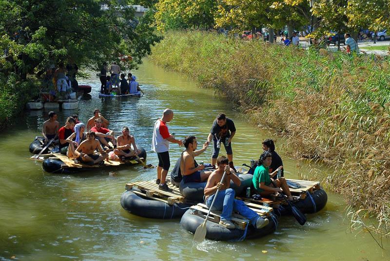 La reivindicación descenderá hoy las aguas del Canal por trigésima vez en su historia
