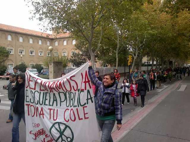 Alrededor de 20 mil personas han participado en la movilización de Marea Verde en Zaragoza