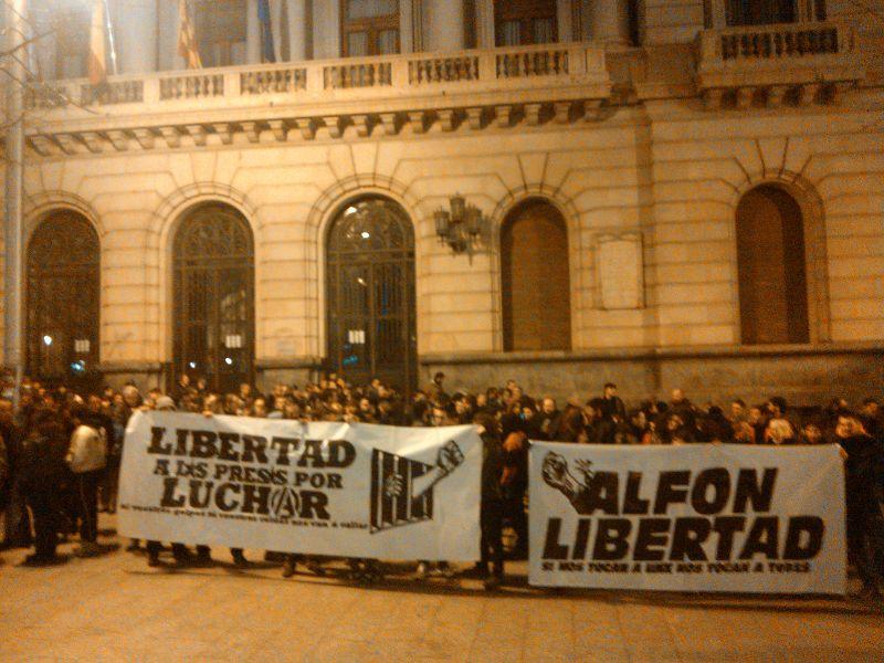 400 personas se concentran en Zaragoza por la libertad de Alfon