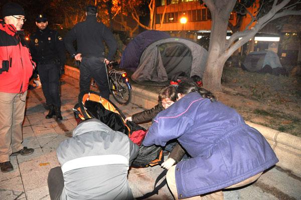 La policía levanta el campamento del 0.7% de Zaragoza