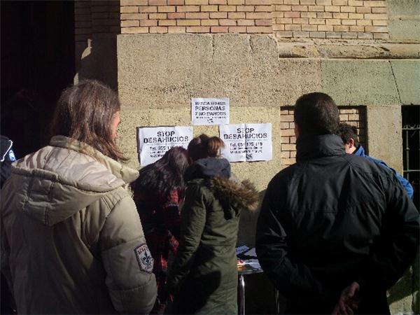 15M Uesca pide en los juzgados apoyo de jueces y trabajadores contra los desahucios