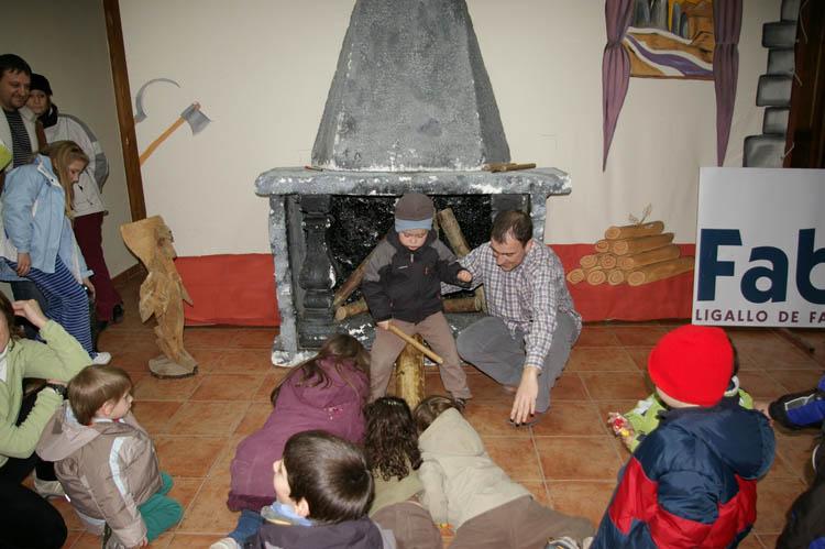 La Asociación Vecinal Barrio Jesús celebra la Tronca de Navidad junto al Ligallo de Fablans de Zaragoza