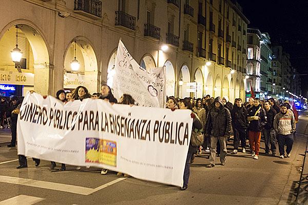 Decenas de estudiantes piden en Uesca la retirada de la nueva ley de educación