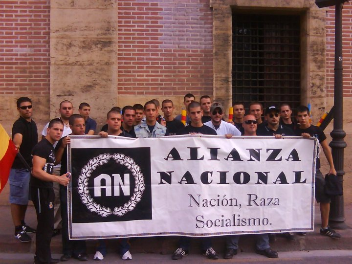 Uno de los acusados de apalear a un sin techo fue cabeza de lista de Alianza Nacional por Zaragoza