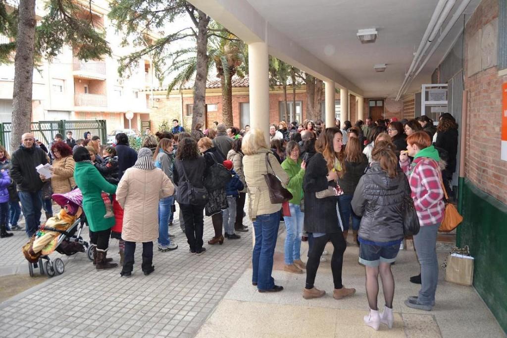 Protesta de la comunidad educativa de Caspe – Baix Aragó en la visita de la Directora de Educación de Zaragoza