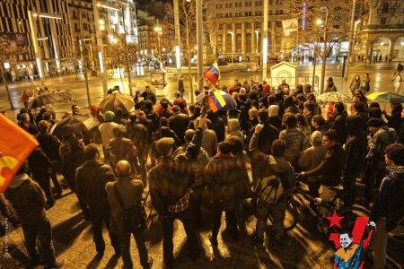 Alrededor de 150 personas guardan un minuto de silencio por el presidente Hugo Chávez Frías en Zaragoza