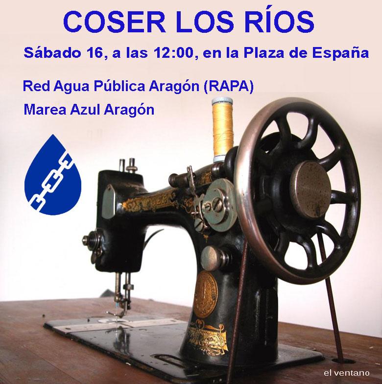 Una 'cosida azul' en Zaragoza en defensa del agua como servicio público