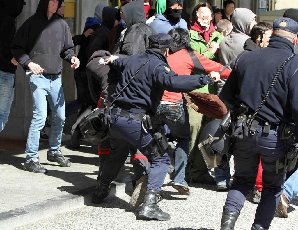 En libertad el detenido en el escrache antifascista
