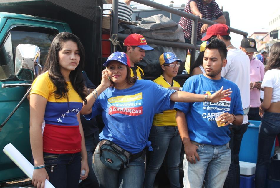 Si hay un camino el acceso es restringido. Capriles, como Rajoy, huye de la prensa
