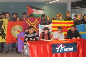 Rueda de prensa de las delegaciones internacionalistas presentes en la Gazte Danbada