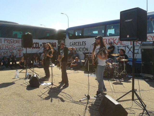 Las asistentes a la Marcha contra la macrocárcel de Zuera reclaman un cambio en la política penitenciaria
