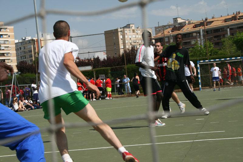 Deporte y solidaridad confluyen en el Mundialito Antirracista de Zaragoza que se celebra este sábado