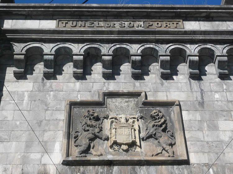 La no retirada de simbología franquista será sancionada por ley en Aragón