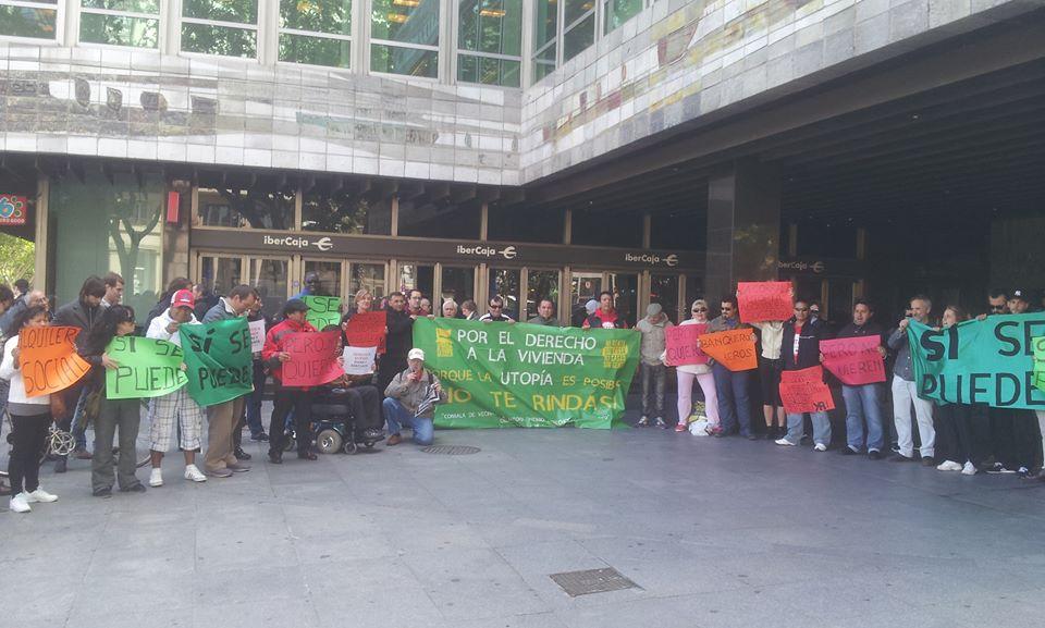 La Corrala Utopía logra en Zaragoza aplazar el desalojo del edificio de Ibercaja que ocupan en Sevilla