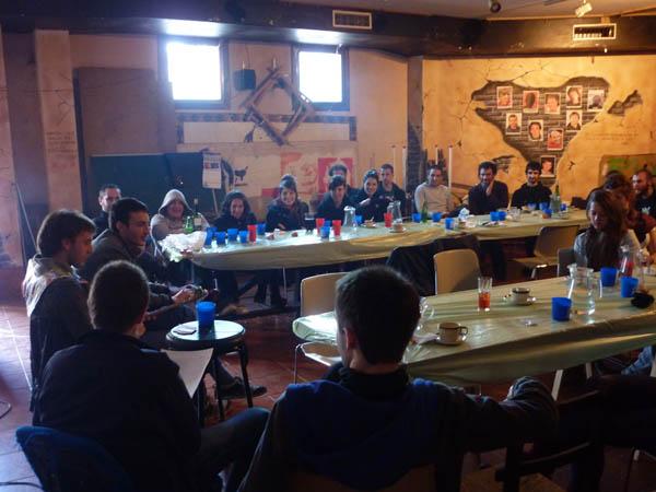 A Enrestida organiza una chornada de debat sobre centros socials autochestionaus