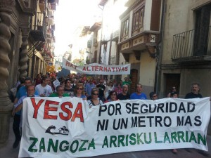 Manifestación contra el recrecimiento de Yesa celebrada el pasado sábado en Zangoza. Foto: Coagret