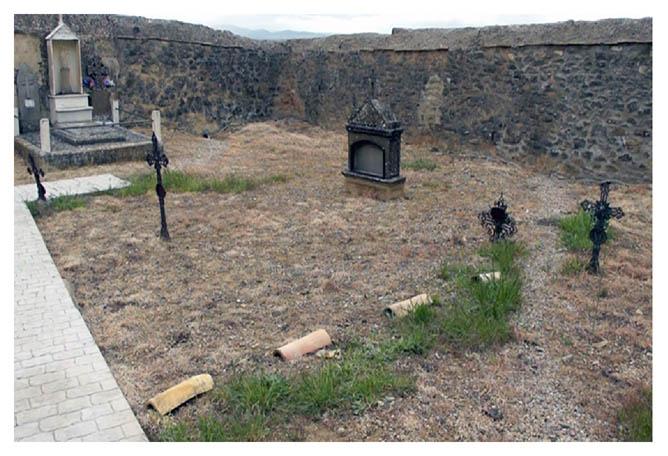 ARICO promueve la exhumación de una fosa común situada en el cementerio de Ricla