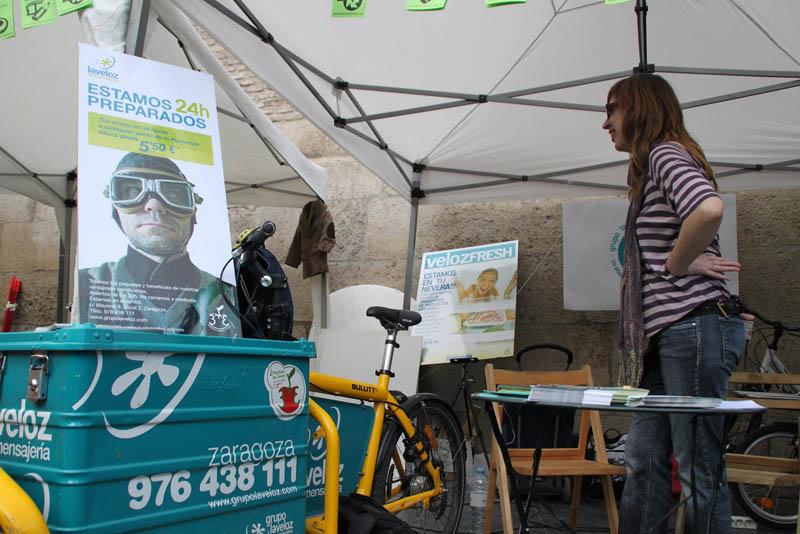 Mercado Social Aragón aprovecha la Feria para felicitar a Grupo La Veloz en su 20 aniversario