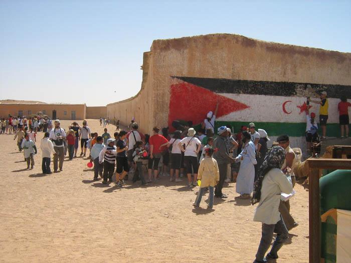 Envío de ayuda humanitaria a los campamentos saharauis de Tindouf