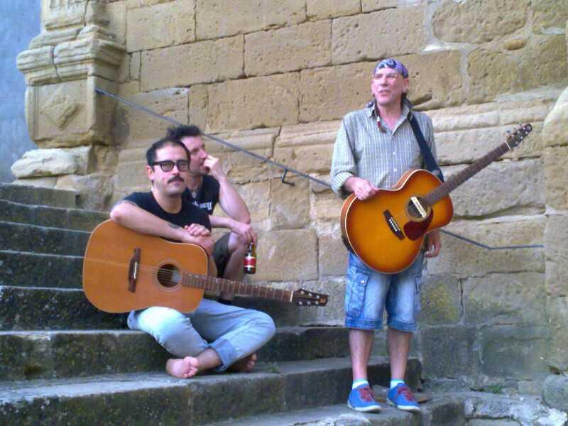 El Drogas presentó su nuevo proyecto musical en Uncastillo