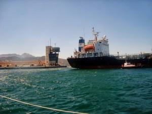 Instalaciones de almacenamiento de Ducar y sus buques. Foto: Ecologistas en Acción