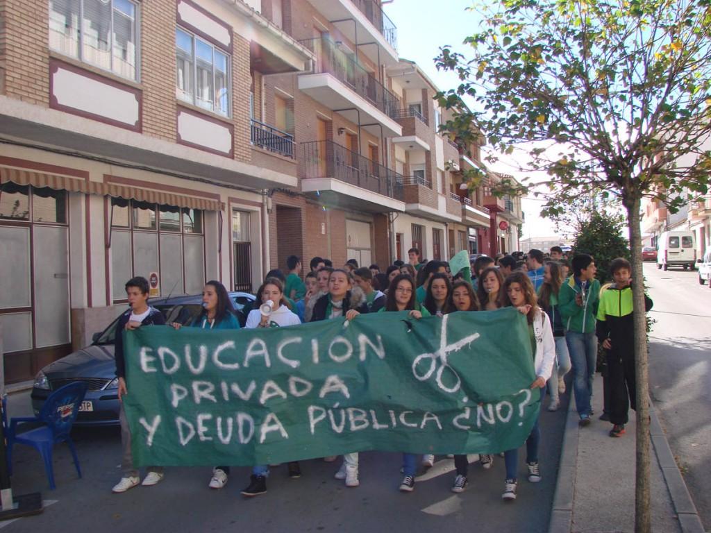 Éxito en la primera manifestación convocada por Marea Verde en Calamocha contra la LOMCE