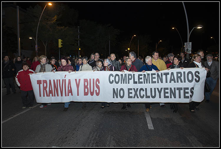 Vecinas y vecinos del Actur se manifiestan para recuperar las líneas 23 y 44 de los autobuses