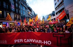 Cabecera de la manifestación 'Per canviar-ho tot'. Foto: Víctor Serri (Directa)