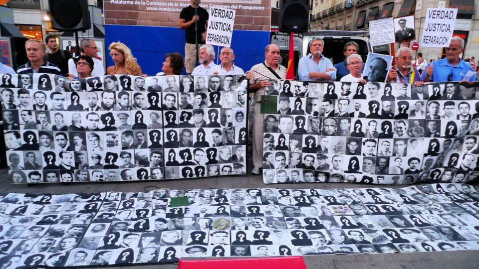 Las víctimas del franquismo exigen al Papa que la Iglesia pida perdón por su apoyo a la dictadura y a la represión