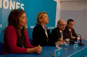 Representantes del PP en Aragón junto al ministro español Cristobal Montoro. Foto: Agencias.