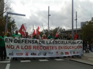 Cabecera de la manifestación de la tarde. Algunas fuentes hablan de 40.000 personas. Foto: AraInfo