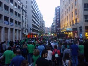 Miles de personas en las calles de Zaragoza en la manifestación de la tarde. Foto: Kanibal Esmiz
