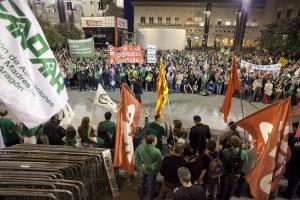 Miles de personas en las calles de Zaragoza en la manifestación de la tarde. Éxito rotundo de la jornada de huelga en Educación. Foto: Juan Manzanara