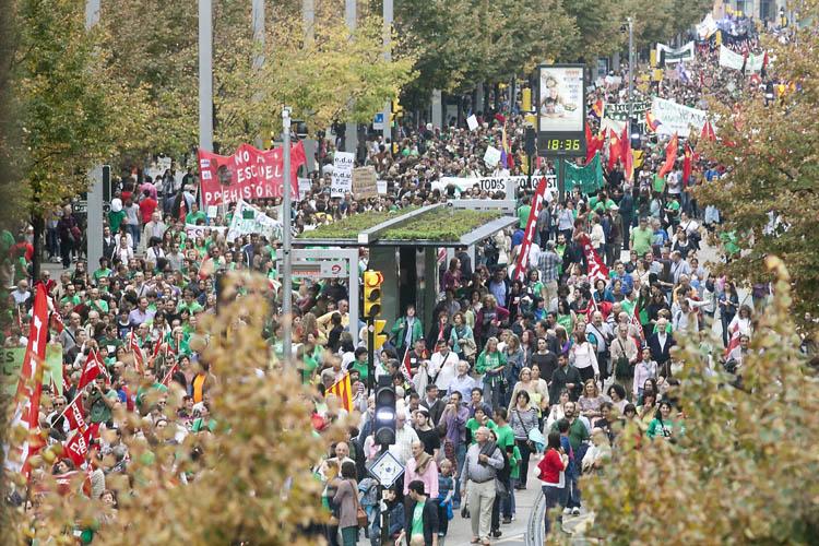 Decenas de miles de personas se manifiestan en Zaragoza contra la LOMCE y los recortes del PP