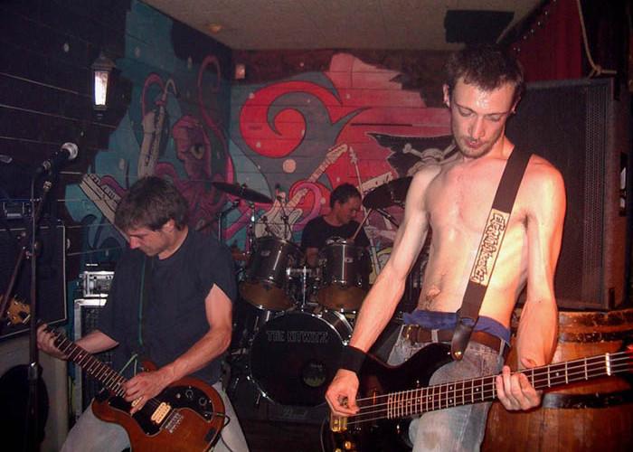 Esta noche en Arrebato punkrock rabioso desde Grenoble con Chicken's Call