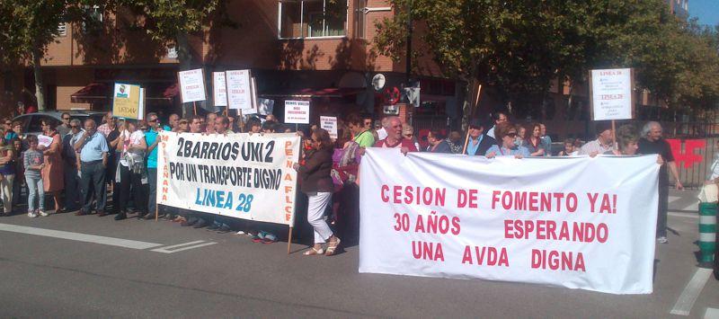 Vecinales se manifestarán por la prolongación de la L-21 del bus urbano y la cesión de la N II-Avenida Cataluña a Zaragoza