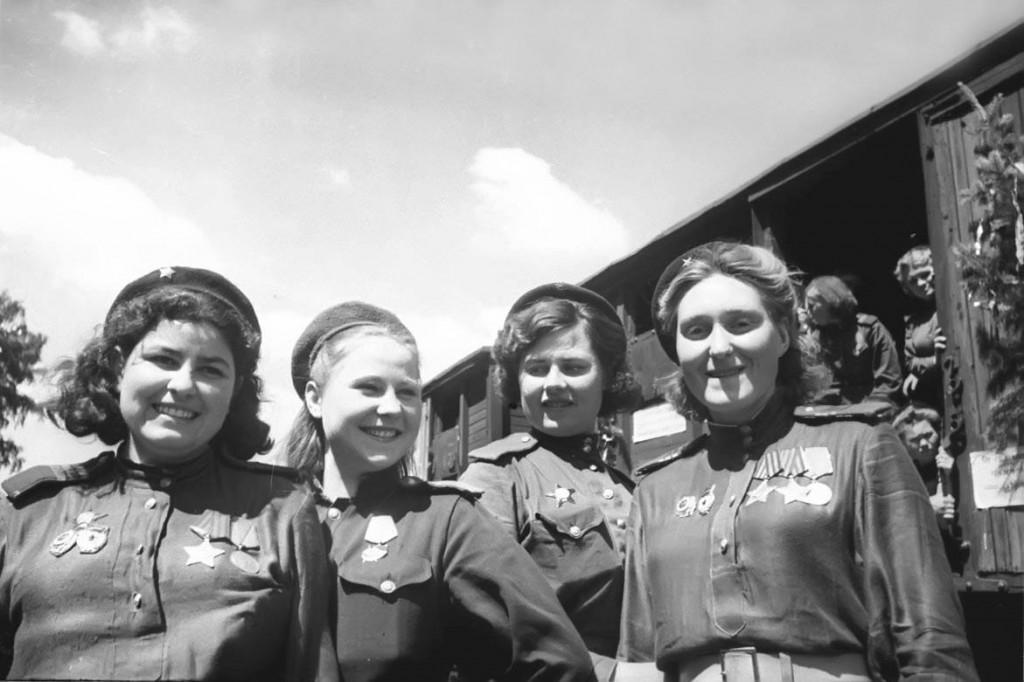 """""""Las brujas de la noche"""" de Alberto Cruz, un libro dedicado a las aviadoras que lucharon contra el nazismo"""