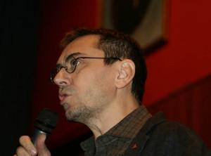 Juan Carlos Monedero durante la conferencia en Noviembre Antifaixista. Foto: lanegr@enrojo (AraInfo)