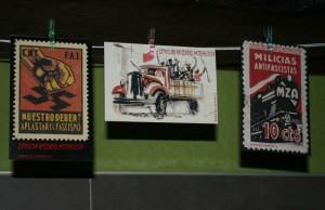 Bonos de apoyo -para financiar la exposición- con réplicas de los sellos originales. Foto: lanegr@enrojo (AraInfo)
