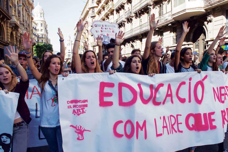 La juventud se queda sin educación