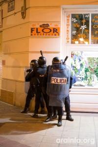 Estado policial en las calles del centro de Zaragoza en la noche del sábado 25 de enero. Foto: AraInfo