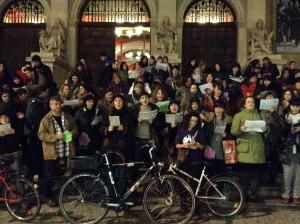 """El acto de esta tarde se enmarca en los """"viernes abortistas"""" al igual que los villancicos feministas -en la imagen- de la semana pasada. Foto: Asamblea Feminista"""