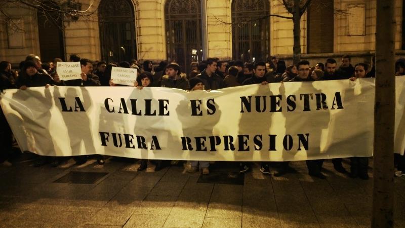 """Una nueva concentración exige """"el fin del proceso judicial contra las 13 personas detenidas en Zaragoza en las dos últimas semanas"""""""