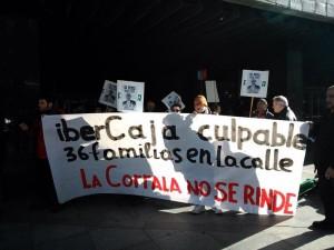 La Plataforma de Apoyo a la Corrala Utopía de Zaragoza convoca una concentración esta tarde, jueves 6 de marzo, a las 18.00 horas frente a la oficina central de Ibercaja en la capital aragonesa. Foto: Noé Felipe
