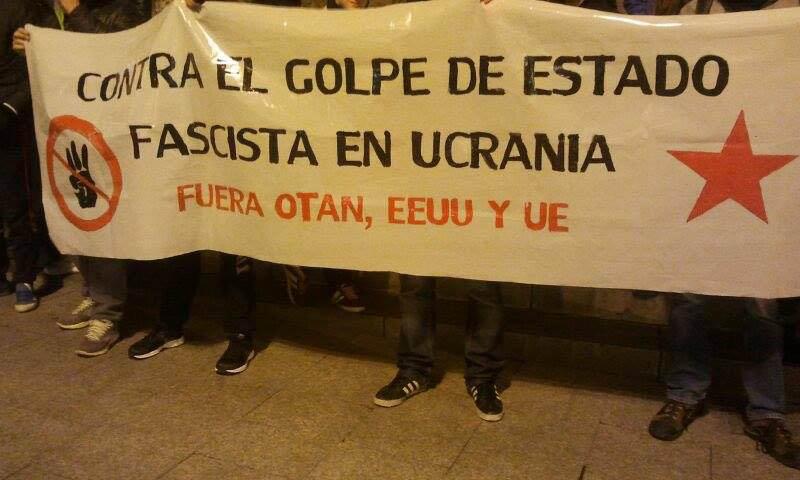 Un centenar de personas se concentra en Zaragoza para denunciar el golpe de Estado fascista en Ucrania